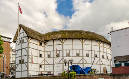 globe theatre: Shakespeares Globe Theatre in London, UK