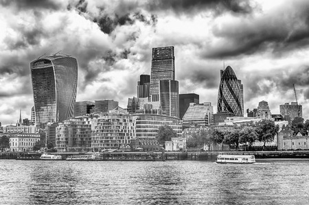 willis: London City Skyline, Modern Skyscrapers in London financial district