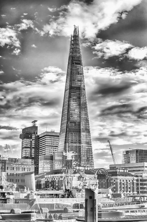 urbanism: Shard London Bridge, iconic Modern Skyscraper in the London Skyline