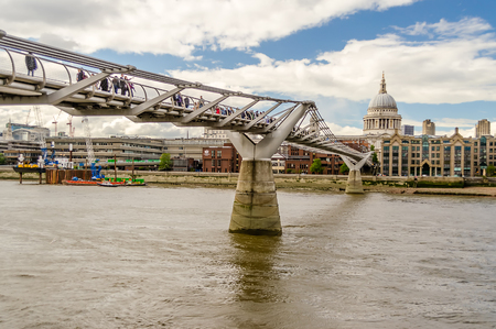 st paul s cathedral: The Millennium Bridge against St Paul Cathedral, London, UK