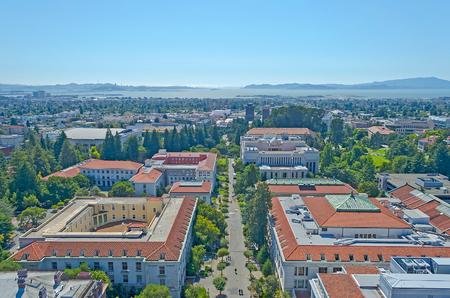 Aerial View of Berkeley University Campus and San Francisco Bay, California, USA 報道画像