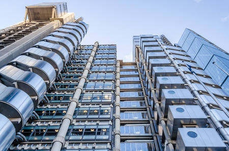 LONDEN - 29 mei: De Lloyd's gebouw, aka The Inside-Out Building, een futuristische stalen reus in Londen op 29 mei 2015.