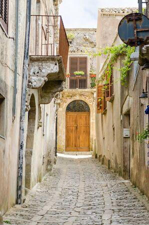 empedrado: Empedrada Calle Vieja en Erice, Sicilia, Italia Foto de archivo