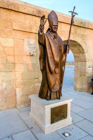 xvi: Pope Benedict XVI bronze statue in Santa Maria di Leuca, Salento, Apulia, Italy