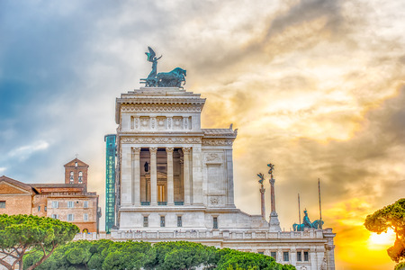 altar of fatherland: The iconic Altar of the Fatherland, scenic profile at sunset in Rome, Italy Stock Photo