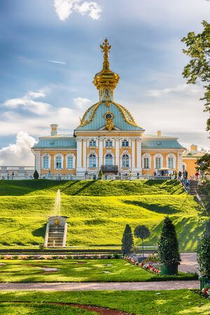 spurt: PETERHOF, RUSSIA - AUGUST 28: View of the Peterhof Palace and Gardens, Russia, on August 28, 2016.