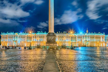 Gevel van het Paleis van de Winter, het huis van de Hermitage Museum, iconische monument in St. Petersburg, Rusland