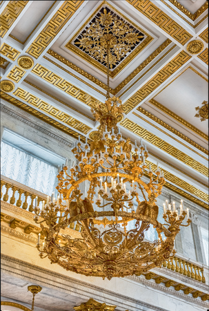 palacio ruso: ST. PETERSBURG, RUSSIA - AUGUST 27: St. George Hall (Great Throne), interior of the State Hermitage (Winter Palace) in St. Petersburg, Russia, August 27, 2016. Hermitage is one of the largest and oldest museums of art and culture in the world