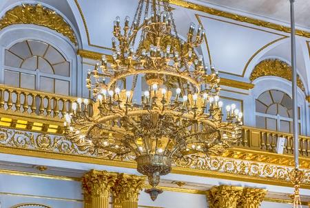 ST. PETERSBURG, RUSSIE - 27 AOÛT: Salle Armorial, intérieur de l'Hermitage d'Etat (Palais d'Hiver) à Saint-Pétersbourg, Russie, le 27 août 2016. L'Hermitage est l'un des plus grands et les plus anciens musées d'art et de culture au monde