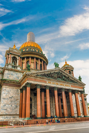 isaac s: The scenic Saint Isaacs Cathedral, iconic landmark in St. Petersburg, Russia Stock Photo