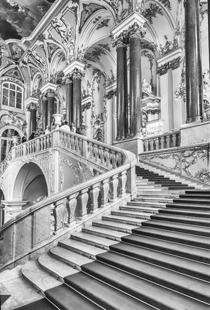ST. PETERSBOURG, RUSSIE - 27 août: Jordanie Escalier du Palais d'Hiver, l'un des principaux points forts du musée de l'Ermitage, Saint-Pétersbourg, Russie le 27 Août, 2016