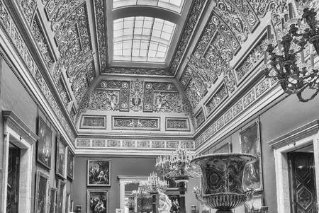 ST. PETERSBOURG, RUSSIE - 27 août: Intérieur de l'ermitage d'état (palais d'hiver) à Saint-Pétersbourg, en Russie, le 27 août 2016. L'ermitage est l'un des plus grands et les plus anciens musées d'art et de culture au monde