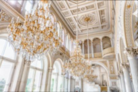 Fond décalé avec l'intérieur du musée Hermitage, Saint-Pétersbourg, Russie. Post-production imprégnée intentionnellement pour l'effet bokeh