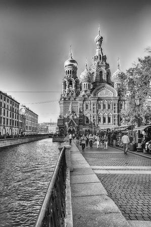 ST. PETERSBOURG, RUSSIE - 27 août: Vue panoramique de l'église emblématique du Sauveur sur le Sang sur le canal Griboïedov Embankment, Saint-Pétersbourg, Russie le 27 Août, 2016 Éditoriale