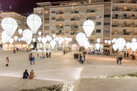Fond décalé de Piazza Bilotti, Cosenza, Italie. Post-production imprégnée intentionnellement pour l'effet bokeh