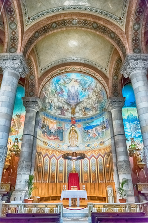 sagrat cor: BARCELONA - AUGUST 12: Interior of the crypt of the Expiatory Church of the Sacred Heart of Jesus, located on the summit of Mount Tibidabo in Barcelona, Catalonia, Spain, on August 12, 2017 Editorial