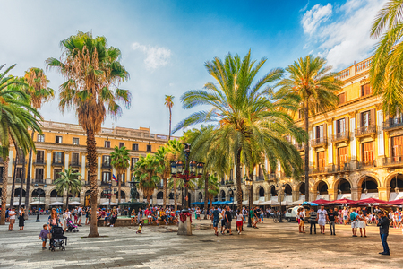 BARCELONA - AUGUST 8: People waking in Placa Reial, scenic sightseeing and iconic square of the Gothic Quarter in Barcelona, Catalonia, Spain, on August 8, 2017 Redakční