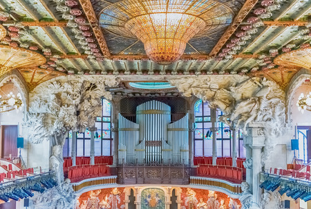 BARCELONA - AUGUST 8: Interior of Palau de la Musica Catalana, modernist Concert Hall designed by the architect Lluis Domenech i Montaner in Barcelona, Catalonia, Spain, on August 8, 2017 Éditoriale