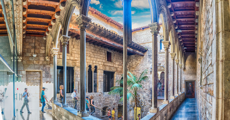 BARCELONA - AUGUST 12: Inner courtyard of Museu Picasso in Barcelona, Catalonia, Spain, on August 12, 2017. Located in La Ribera district, it hosts the widest collection of artworks by Pablo Picasso Éditoriale