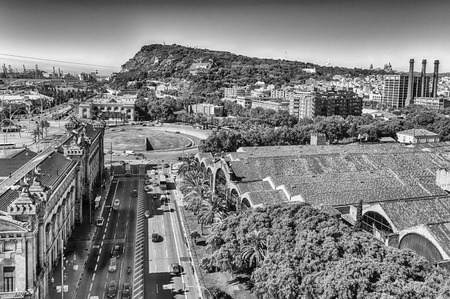 Scenic aerial view with Montjuic mountain in background from the top of Columbus Monument, Barcelona, Catalonia, Spain Banque d'images
