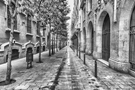 Scenic street in the ancient La Ribera district in central Barcelona, Catalonia, Spain Banque d'images