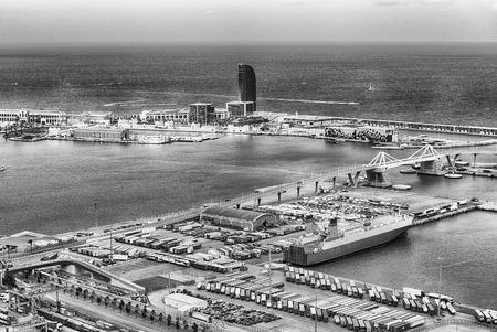 Vue aérienne sur le port commercial et industriel de Barcelone, Catalogne, Espagne