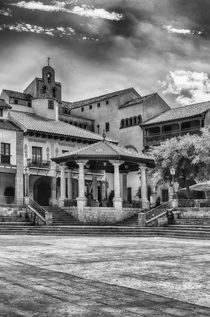 Plaza Mayor, place principale du Poble Espanyol, un musée d'architecture en plein air sur la colline de Montjuic à Barcelone, Catalogne, Espagne