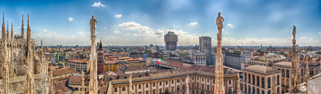 Panoramic aerial view over the city centre, as seen from the roof of the gothic Cathedral, Milan, Italy Éditoriale
