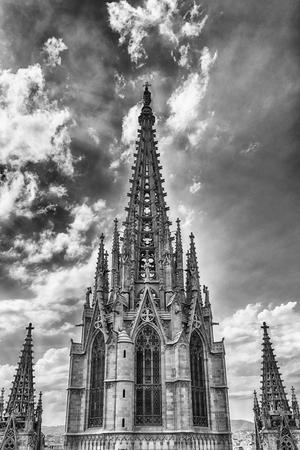 Tour principale de la cathédrale gothique de la Sainte Croix et de Sainte Eulalie, alias Cathédrale de Barcelone, Catalogne, Espagne