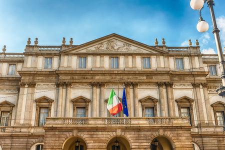 Façade de l'opéra de La Scala à Milan, Italie. Il est connu comme l'un des théâtres les plus importants au monde Éditoriale