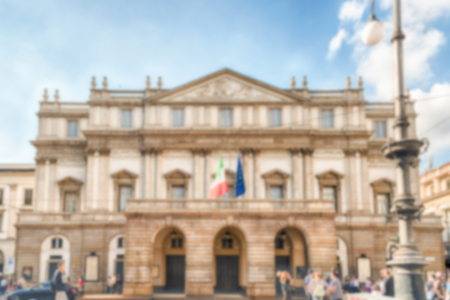 Defocused background with facade of La Scala opera house in Milan, Italy. Intentionally blurred post production for bokeh effect Éditoriale