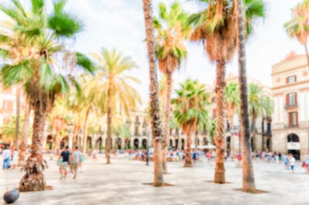 Fond défocalisé de la Placa Reial à Barcelone, Catalogne, Espagne. Post-production intentionnellement floue pour l'effet bokeh Banque d'images
