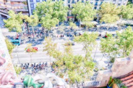 Fond défocalisé avec vue sur Passeig de Gracia dans le quartier de l'Eixample à Barcelone, en Catalogne, en Espagne. Post-production intentionnellement floue pour l'effet bokeh
