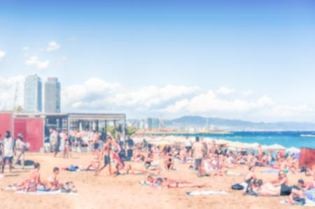 Fond défocalisé de la plage de la Barceloneta, Barcelone, Catalogne, Espagne. Post-production intentionnellement floue pour l'effet bokeh