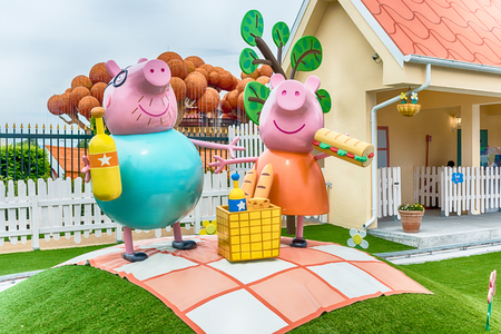 CASTELNUOVO DEL GARDA, ITALY - MAY 1: Peppa Pig Land, theme area inside Gardaland Amusement Park, near Lake Garda, Italy, May 1, 2018. The park attracts nearly 3 million visitors every year Redactioneel