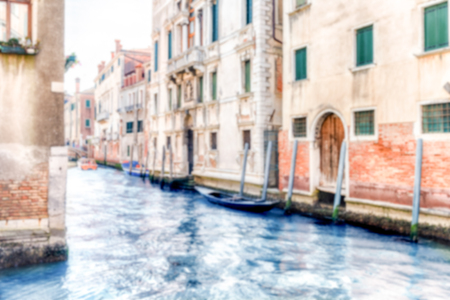 Defocused background with view over a scenic canal, Venice, Italy. Intentionally blurred for bokeh effect Archivio Fotografico