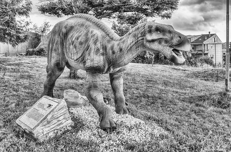 SAN MARCO IN LAMIS, ITALY - JUNE 9: Iguanodon dinosaur, featured in the Dino Park in San Marco in Lamis, small town in southern Italy, June 9, 2018 新聞圖片