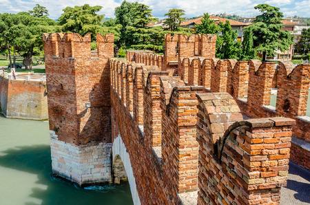 Castelvecchio Bridge, aka Scaliger Bridge, iconic landmark in Verona, Italy Stockfoto