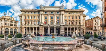 ROME - NOVEMBER 18: Panoramic view of Galleria Alberto Sordi, iconic building and shopping arcade in Rome, Italy, as seen on November 18, 2018 Редакционное