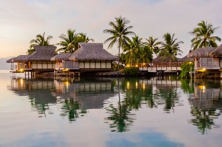 Overwater bungalows in Moorea, French Polynesia 免版税图像