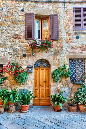Medieval scenic streets in the town of Pienza, province of Siena, Tuscany, Italy Редакционное