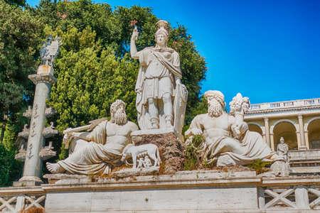 The classical Fontana del Nettuno, monumental fountain located in the Piazza del Popolo in Rome, Italy 版權商用圖片