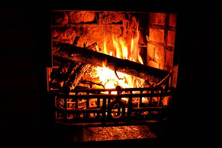 Relaxing and warming fireplace in the cold evening Banco de Imagens - 142964901