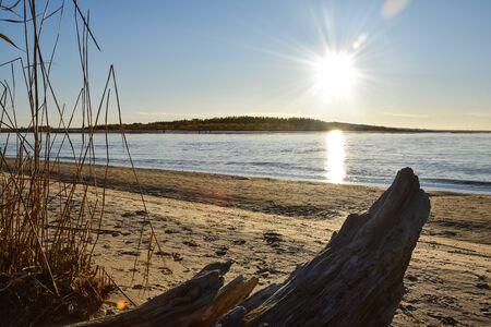 Landscape of golden sunset at the sea. Banco de Imagens - 146069252