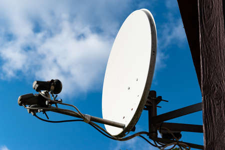Satellite dish on the house. The digital television channel receiver and transmitter. Foto de archivo