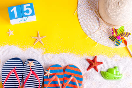 calendario julio: July 15th. Image of july 15 calendar with summer beach accessories and traveler outfit on background. Summer day, Vacation concept.