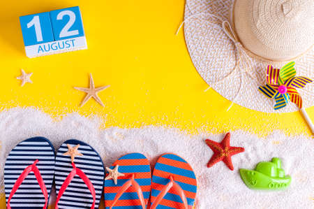calendario julio: August 12th. Image of august 12 calendar with summer beach accessories and traveler outfit on background. Summer day, Vacation concept