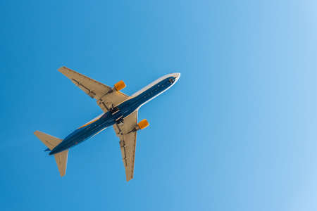 Airplane taking off, bottom view - Travel by aircraft. Air transport concept with empty space for text Stockfoto