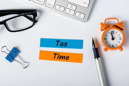 Tax time - Notification of the need to file tax returns, message for accountant - fill in tax form Stok Fotoğraf