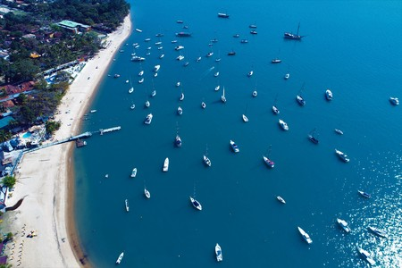 Aerial view of a blue sea. Fantastic landscape. Great beach view. Ilhabela, Brazil Imagens